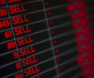 Azioni: come investire, i rischi e le  lezioni importanti